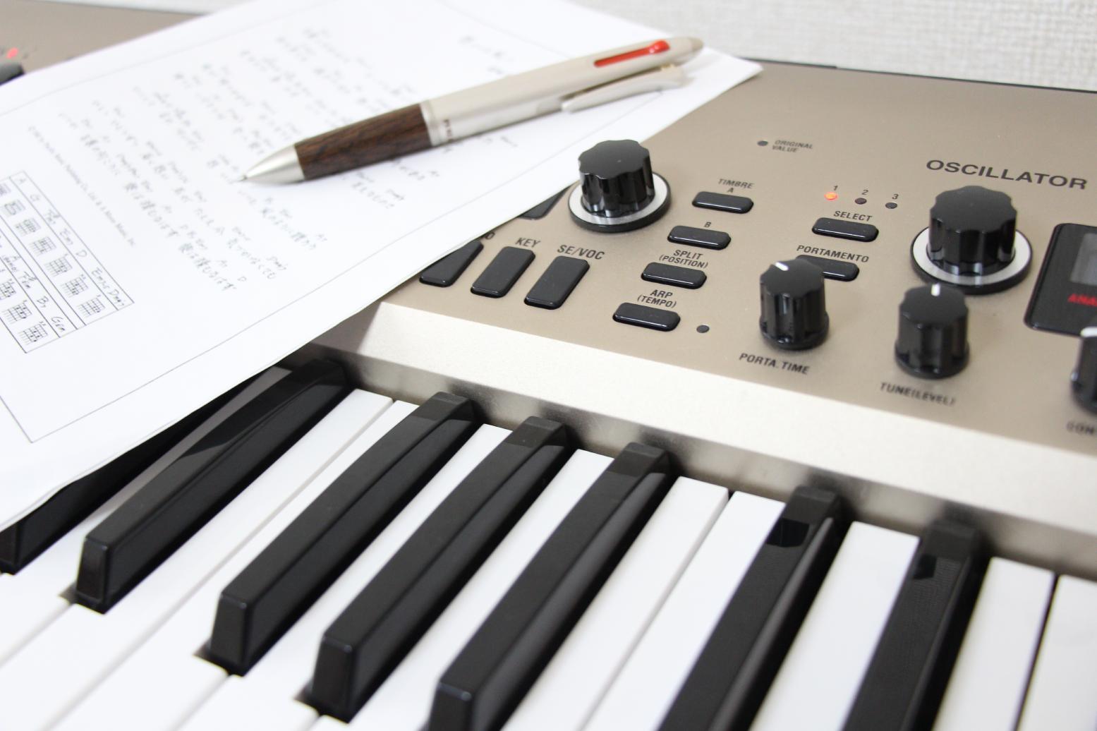 【動画付き】ピアノでできるコードの押さえ方&初心者向け練習方法