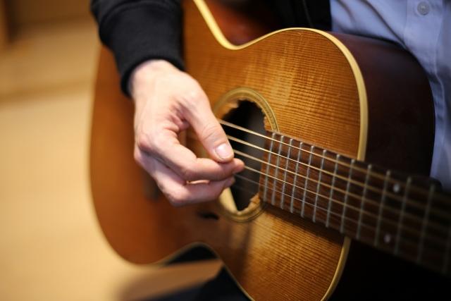 ギター経験者におすすめ!楽譜を読まずにコードでピアノを弾く方法【動画つき】